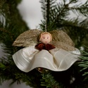 Krémszínű , ánizs galléros angyal , Dekoráció, Karácsonyi, adventi apróságok, Karácsonyfadísz, Ajándékkísérő, képeslap, Varrás, Mindenmás, Karácsonyfára akasztható mutatós dísz. Ajándékkísérőnek is nagyon mutatós vagy cserepes virágra is ..., Meska
