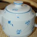 porcelán kanna kézzel festett , Konyhafelszerelés, Kancsó , Festett tárgyak, Porcelán kanna általam kézzel festett kék virág motívumokkal, porcelánfesték felvitelével. Kanna mé..., Meska