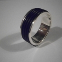 Férfi ezüst gyűrű, Férfiaknak, Ékszer, óra, Gyűrű, Ékszerkészítés, Ötvös,  Szögletes peremes ezüst gyűrűt fekete kaucsukgyűrűkkel díszítettem.Szélessége 1cm.925-ös ezüstből k..., Meska