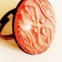 Rózsaszín pulcsis gyűrű  , Ékszer, óra, Gyűrű, Ékszerkészítés, Ezt a gyűrűt egy rózsaszín pulcsiba öltöztettem.:) A lencse 25mm-es és antik bronz, állítható gyűrűa..., Meska