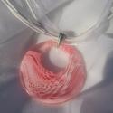 Rózsaszín medál, Ékszer, óra, Medál, Gyöngyfűzés, Nagyon egyszerű, de elegáns műanyag nyári medál fehér mintával. 43 cm hosszú szatén szalag, műanyag ..., Meska