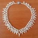 1856-os ihletésű halványsárga gyöngy nyaklánc, Ékszer, óra, Nyaklánc, 1856. évi német minta után készült halványsárga színű gyöngy nyaklánc. Finom és szép, jól mutat egys..., Meska