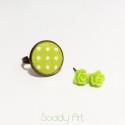 Zöld-fehér pöttyös gyűrű zöld rózsa fülbevalóval, Ékszer, óra, Gyűrű, Ékszerszett, Fülbevaló, Ékszerkészítés, Pöttyös állítható gyűrű az egyedi apróságok kedvelőinek hozzáillő műgyanta rózsákkal.  A mintás rés..., Meska