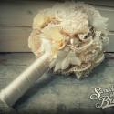 ELKELT, de KEDVCSINÁLÓNAK!  Vintage menyasszonyi csipke csokor, Esküvő, Esküvői csokor, Gyöngyfűzés, Virágkötés, Szatén,tüll, csipke virágok és hatalmas tekla gyöngyök díszítik a csokrot, színeiben a vintage hang..., Meska