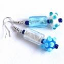 pöttyös lámpagyöngy fülbevaló  - kék-fehér felemás-bohókás, Ékszer, óra, Fülbevaló, Ékszerkészítés, Gyöngyfűzés, Kék és fehér üveg-, kása- és lámpagyöngyöt használtam ehhez a pár fülbevalóhoz. A legnagyobb gyöngy..., Meska