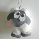 Filc bari játék, Baba-mama-gyerek, Játék, Játékfigura, Varrás, Részben saját ötlet alapján kézzel varrott, puha flízzel bélelt filc bárány.   A bárány kb 13x13cm...., Meska