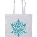 Karácsonyi bevásárló szatyor, Táska, Karácsonyi, adventi apróságok, Szatyor, Válltáska, oldaltáska, Fotó, grafika, rajz, illusztráció,  Fehér és natúr klasszikus bevásárló táska könnyű pamut anyagból. Türkizkék hópihés mintával szitáz..., Meska