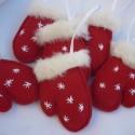 Mikulás kesztyűk fenyőfadísz, Dekoráció, Karácsonyi, adventi apróságok, Karácsonyfadísz, Karácsonyi dekoráció, Mindenmás, Varrás, Gyapjúszövetből varrtam és szőrmével valamint apró hímzőcérnával varrt csillagokkal díszítettem.Aka..., Meska
