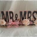 Vintage esküvői asztaldísz, Esküvő, Otthon, lakberendezés, Dekoráció, Esküvői dekoráció, Festett tárgyak, Virágkötés, Mr & Mrs felirat az esküvők elengedhetetlen kelléke. Rózsafejekkel, csipkével, száraz virággal és g..., Meska