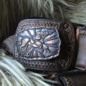 Pásztoröv, tüsző, öv -bőr,egyedi - STEIXNER , Képzőművészet , Öv, EGYEDI, barna-fekete kézzel varrott,festett ,vésett,veretes tüsző   AZ ALKOTÁS ÁRA:79,900FT  Egy ked..., Meska