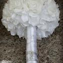 Fehér habrózsás brosscsokor / ékszercsokor, Esküvő, Esküvői csokor, Ékszerkészítés, Virágkötés, A csokor teljes mértékben a megrendelő kívánságai szerint készült. Kb 30. fehér habrózsából áll, ez..., Meska