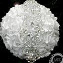 Ékszercsokor / brosscsokor, Esküvő, Esküvői dekoráció, Virágkötés, Fehér - ezüst brosscsokor, ékszercsokor  Kb 30 db rózsából, készül, nagyon impozáns menyasszonyi cs..., Meska