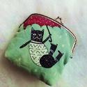 Vidám macskás keretes pénztárca, csatos tárca , Táska, Ruha, divat, cipő, Pénztárca, tok, tárca, Pénztárca, Varrás, Festészet, Festővászonra kézzel hímzett, és festett csatos tárca.  A táska alapja festővászon, amit világos tü..., Meska