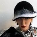 Fekete-fehér nemezelt kalap és táska, Táska, Ruha, divat, cipő, Válltáska, oldaltáska, Nemezelés, Gyöngyfűzés, Fekete-fehér - kortalan örök elegancia. Kalap és táska 100% gyapjúból készült, nuno felt technikáva..., Meska
