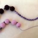 Nemezelt bordó- rózsaszín nyaklánc, Ékszer, óra, Nyaklánc, Ékszerkészítés, Nemezelés, A termék 100% gyapjúból készült, gyöngyök és fém alkatrések hozzáadásával. Hozzá rendelhető fülbeva..., Meska