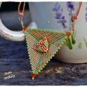Zöldalma naranccsal - nyaklánc peyote medállal, Ékszer, óra, Medál, Nyaklánc, Peyote technikával fűztem ezt a különleges háromszöget, amit a belsejében található pici háromszög t..., Meska