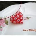 Szikrázó szívem medál, Ékszer, óra, Medál, Nyaklánc, 90 db swarovski gyöngyből készült szív alakú medál. A medál belsejében nincs semmi, tartását a fűzés..., Meska