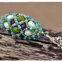 Hosszú, színes bogyós lánc, Ékszer, óra, Nyaklánc, Medál, Egy 4 cm hosszú bogyót fűztem, persze hogy hosszú láncot kapott. S mivel a Fabergé tojásokra emlékez..., Meska