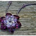 Swarovksi szívekből fűzött nyaklánc, Ékszer, óra, Nyaklánc, Medál, Swarovski szívecskékből készült medál, gyönyörűen ragyog a napsütésben. Ideális viselet akár farmerh..., Meska