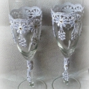 Csipkés vintage pohárszett, Esküvő, Esküvői dekoráció, Nászajándék, Csipkekészítés, Decoupage, szalvétatechnika, Egyedi, kézzel készített esküvői  pezsgős pohár szett vintage stílusban.Sok apró strasszkővel  dísz..., Meska