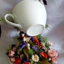 Virágözön , Dekoráció, Otthon, lakberendezés, Kaspó, virágtartó, váza, korsó, cserép, Ünnepi dekoráció, Virágkötés, Szobrászat, Anyák napi virágköszöntő!  Asztaldísz a tavasz és a nyár virágaival! Egy porcelán csészéből ömlik k..., Meska