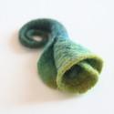 Türkiz-zöld nemezvirág kitűző, Ékszer, óra, Bross, kitűző, Nemezelés, Tavaszváró nemezkála a kabátunkra, táskánkra. :) Gyönyörű színátmenetes nemezvirág kitűző, bross se..., Meska