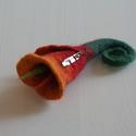 Piros-narancs nemezvirág kitűző, Ékszer, óra, Bross, kitűző, Nemezelés, Tavaszváró nemezkála a kabátunkra, táskánkra. :) Gyönyörű színátmenetes nemezvirág kitűző, bross se..., Meska
