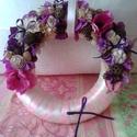 Romantikus tavasz kopogtató, Dekoráció, Otthon, lakberendezés, Dísz, Mindenmás, Virágkötés, 25cm-es szalma alapot burkoltam krém és rózsaszín színű szalagokkal a díszítetlen részeken. Lila és..., Meska