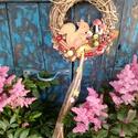 Kipp kopp mókus, Dekoráció, Dísz, Ünnepi dekoráció, Virágkötés, 25 cm- es szőlő inda alapra ragasztottam őszi terméseket és piros mű bogyókat.Ezt egy filc mókussal..., Meska
