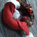 Santa Claus is coming....., Dekoráció, Karácsonyi, adventi apróságok, Ünnepi dekoráció, Karácsonyi dekoráció, Virágkötés, Egy 20 cm-es alapot ragasztottam le natur termésekkel mikulás sapkával dobtam fel és gömbökkel.Végs..., Meska
