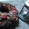 Winter time, Dekoráció, Karácsonyi, adventi apróságok, Dísz, Ünnepi dekoráció, Virágkötés, Egy 20 cm-es alapot ragasztottam le natur termésekkel.Gömbökkel, fahéjjal, és kicsi almákkal dobtam..., Meska