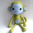Gigamajom (zöld), Baba-mama-gyerek, Játék, Játékfigura, Plüssállat, rongyjáték, Varrás, Ez egy igen nagy majom, 38 cm magas. Alapszíne zöld, melyet világoskék pöttyök és rátétek tesznek e..., Meska