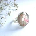 Barna rózsaszín virágos gyűrű, Ékszer, óra, Gyűrű, Ékszerkészítés, Üvegművészet, Lágy színek, virágos bohémság, romantika. Tökéletes kiegészítő :)  A gyűrű képes része 1,8 cm. Állí..., Meska