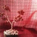 élet fa., Dekoráció, Dísz, Fémmegmunkálás, Festett tárgyak, Rózsaszínű kő fa egyedi kialakítású festet fonót drótból fa korongra helyezve. Fehér kavics utánzat..., Meska