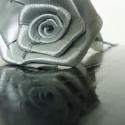Ezüst selyem rózsa szál, Dekoráció, Esküvő, Férfiaknak, Otthon, lakberendezés, Mindenmás, Virágkötés, Kb. 30cm magas, ezüst selyem rózsaszál.  A rózsa feje 25mm-es selyem szalagból készített, kb. 6-8cm..., Meska