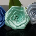 Selyem rózsa szál 30cm-es, Dekoráció, Esküvő, Férfiaknak, Otthon, lakberendezés, Mindenmás, Virágkötés, Kb. 30cm magas, selyem rózsaszál.  A rózsa feje 25mm-es selyem szalagból készített, kb. 6-8cm-es.  ..., Meska
