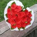 Piros színű, szív alakú selyem rózsacsokor, Dekoráció, Otthon, lakberendezés, Esküvő, Dísz, Mindenmás, Virágkötés, 18 szál rózsaszál.. piros színben..szív alakba kötve  a csokor zöld levelekkel készül..  a rózsák é..., Meska