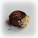 Beige / barna gyöngyfűzött koktélgyűrű, Ékszer, óra, Gyűrű, Ékszerszett, Ékszerkészítés, Gyöngyfűzés, Egyedi, saját tervezésű, különleges formavilágú, dekoratív gyöngyfűzött koktélgyűrű.  Körméret: 59-..., Meska