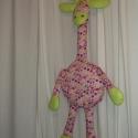 Zsiráf textilből rózsaszín, Baba-mama-gyerek, Játék, Gyerekszoba, Varrás, A zsiráf nagyon kedves játéka lehet az egészen kicsi csemetéknek is. A hasrészt párnának lehet hasz..., Meska