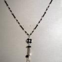 Fekete-fehér nyaklánc, Ékszer, óra, Nyaklánc, Ékszerkészítés, Gyöngyfűzés, A fekete-fehér kombináció sosem megy ki a divatból, nincs évszakhoz kötve, így ez a nyaklánc egy jó..., Meska
