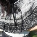 Fekete macska  kötött vállmelegítő, Ruha, divat, cipő, Kendő, sál, sapka, kesztyű, Női ruha, Felsőrész, póló, Kötés, Csipkekészítés, 100% új-zélandi gyapjúból készült, kézzel  festett, font fonalból, kézzel kötött gyönyörű természet..., Meska