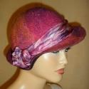 Ahogy tetszik úgy viseled nemez kalap  ( hernyóselyem nemez -gyapjú), Ruha, divat, cipő, Kendő, sál, sapka, kesztyű, Sapka, Nemezelés, Selyemfestés, Zsűrizett,zsűriszámmal ellátott alkotás!100% Gyapjú selyem kalap.70/30% MERINÓI GYAPJÚ-HERNYÓSELYEM..., Meska