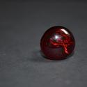 Rózsa gyűrű, Ékszer, óra, Gyűrű, Üvegművészet, A gyűrű feje kb. 2 cm átmérőjű, egyedileg festett, sötét piros háttérben élénk piros rózsa formájú ..., Meska
