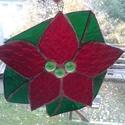 Mikulásvirág Tiffany ablakdísz, Dekoráció, Otthon, lakberendezés, Karácsonyi, adventi apróságok, Dísz, Üvegművészet, Az ablakdísz mérete kb. 19 cm átmérőjű. Piros és zöld fényáteresztő üvegből készült Tiffany technik..., Meska