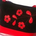 Piros fekete virágos táska, Táska, Válltáska, oldaltáska, Varrás, Piros textilbőr és fekete farmer anyag felhasználásával készült ez a táska. A táska elejét piros te..., Meska