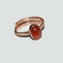 Karamell -vörösréz gyűrű karneollala, Ékszer, óra, Gyűrű, Ékszerkészítés, Fémmegmunkálás, Vörösrézből készült ötvösmunkával  aprócska karneollal ez a gyűrű.  KB 17,2 mm a belső átmérője. de ..., Meska