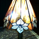 Liliom aranyfátyol tiffanylámpa, Otthon, lakberendezés, Lámpa, Asztali lámpa, Hangulatlámpa, Üvegművészet, Kellemes meleg hangulatot áraszt maga körül ez az egyedi üvegből készült finom kivitelezésű lámpács..., Meska