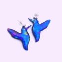 Szivárványos kék kolibri pár fülbevaló tiffanyüvegből, Ékszer, óra, Fülbevaló, Üvegművészet, Mindenmás, Csodaszép üvegből kifaragott világító lilás-zöldes-kék fülbevalópár. Nagyon finom kivitelezésű  aká..., Meska