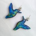 Szivárványos kék kolibri pár fülbevaló tiffanyüvegből, Ékszer, óra, Fülbevaló, Üvegművészet, Mindenmás, Csodaszép üvegből kifaragott világító ságás-zöldes-kék fülbevalópár. Nagyon finom kivitelezésű  aká..., Meska
