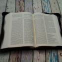 Zippzáras marhabőr bibliatok, Mindenmás, Vallási tárgyak, Bőrművesség, Sötétbarna marhabőrből készült zippzáras bibliatok. Új kiadású Bibliára készült.  Nincs rajta díszí..., Meska